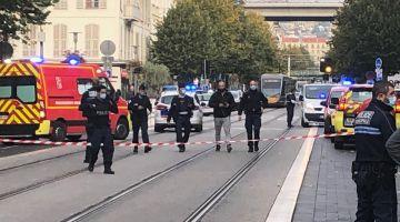عاجل. الارهاب ضرب فرانسا هاد الصباح. ارهابي قتل على الاقل واحد وسط كاتدرائية فنيس