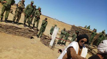 استفزاز خطير للبوليساريو حدا الجدار الأمني. رسلات محتجين وقفو متر واحد مع الجيش والمينورسو كتشوف + فيديوات