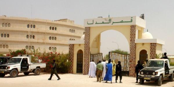شرطة الجرائم الإقتصادية والمالية استدعات مقربين من الرئيس السابق ولد عبد العزيز
