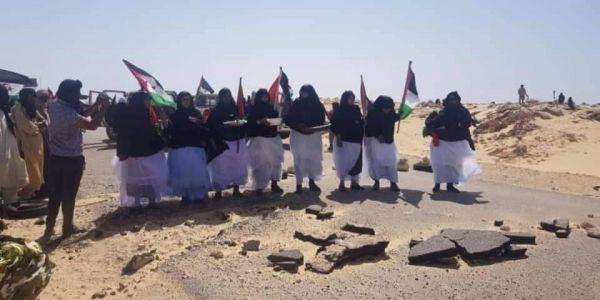 المحتجين ديال البوليساريو فالكَركَرات خربو الطريق لي عبّدها المغرب