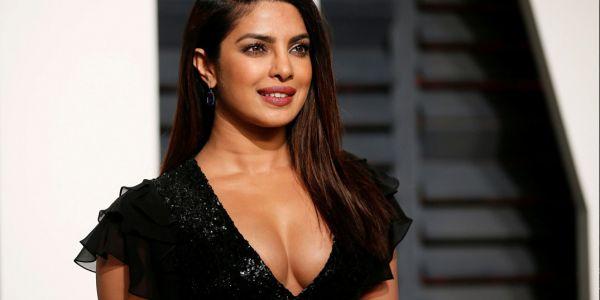 الممثلة الهندية بريانكا شوبرا فتحات ريسطو ف نيويورك