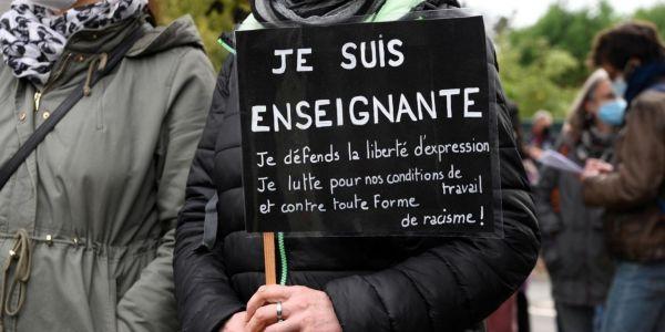 مظاهرات ففرنسا تكريما للاستاذ اللي قطع ليه راسو الارهابي الشيشاني