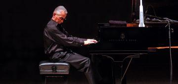 العازف العالمي كيث جاريت جاه شلل فيدو ومبقاش غادي يعزف على البيانو