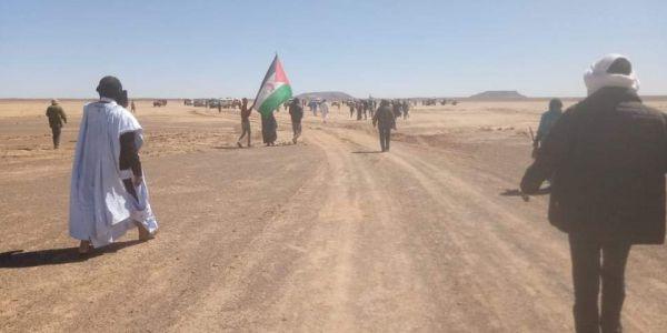 مناصرين ديال البوليساريو جايين من تندوف قربو من الكَركَرات باش يحتجو