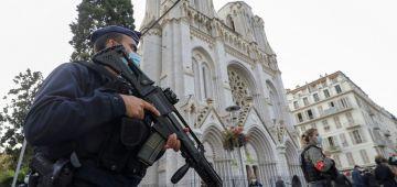 بالفيديو. لحظة اقتحام البوليس لنوتردام وإطلاق الرصاص على الإرهابي اللي ذبح 3 فنيس
