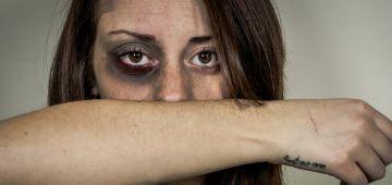 تقرير فدرالية حقوق النساء على العيالات المعنفات فجايحة كورونا: العنف فالحجر ارتفع ب31,6 فالمية والعنف الزوجي ضد النساء وصل لـ81,8 فالمية.. وتوصلنا بشكاية 1038 مرا ووحدة فيهم توفات