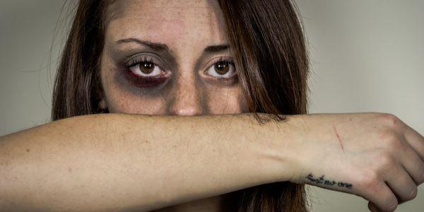 دراسة على العنف ضد العيالات فالحجر الصحي: و58 فالمية من اللي كلاو العصا مزوجات و44 فالمية بطاليات