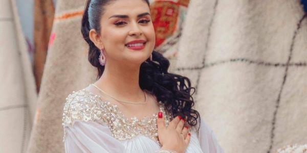 باش دير شوية ديال البوز.. راجل سلمى رشيد لي مخبياه هادي سينين شارك معها فأغنيتها الجديدة -فيديو