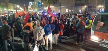 لمغاربة دارو شكل احتجاجي راقي فكتالونيا من أجل الوحدة الترابية وعلم المغرب. والبوليس الاسلاني عجبو الحال بسباب النقاوة والتنظيف بعد الاحتجاج