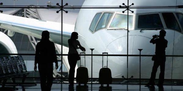 راجل سكن في المطار لمدة 3 شهور حيت خاف من الاصابة بكورونا