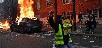 العافية شاعلة فباريس.. تقربلات بين البوليس والمتظاهرين اللي خرجو يحتجو على قانون الأمن – فيديو