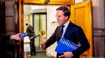 استقالة حكومة هولندا بسباب المهاجرين المغاربة والأتراك والميز العنصري