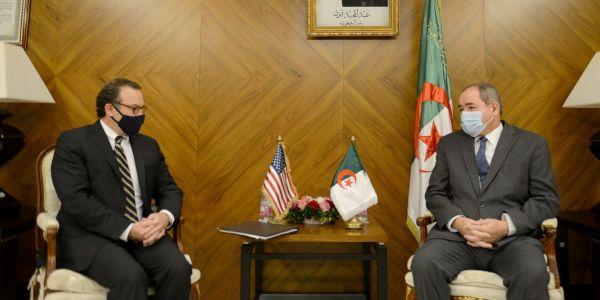 الجزائر و لمزاوگة. صبري بوگادوم بعدما زاد صدمو مساعد وزير خارجية أمريكا : بغيناكم تكونو حياديين