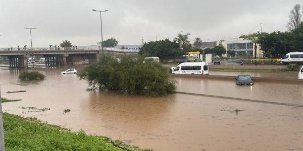 كازا كتنفس تحت الما والفيضانات حولات أحياء المدينة  لأرخبيل من الجزر مابيناتهم حتى رابط من غير الما