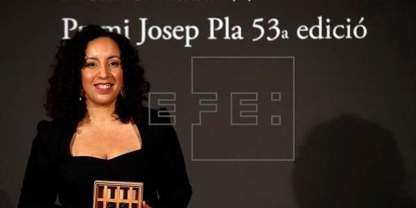 """هادي كتحمر لوجه.. مغربية ربحات جائزة """"نادال"""" الأدبية فاسبانيا"""