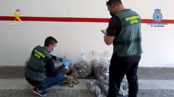 الخزيرات : مغربي تشد مع عصابة كتهرب الحشيش لفرنسا في أثاث الحدائق