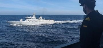 البحرية المغربية والاسبانية دارو تمرين دورية بحرية مشتركة بمضيق جبل طارق