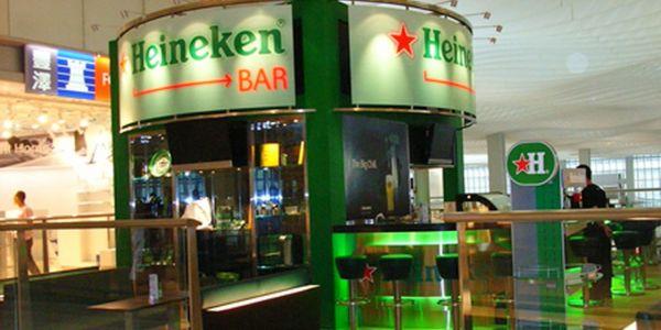 """كورونا خرجات على كلشي.. شركة """"هينيكن Heineken"""" خسرات اكثر من 200 مليون أورو وغادي تجري على 8000 خدام"""