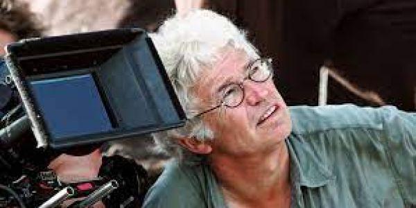 """المخرج """"جان جاك أنو"""" كيقلب على فيديوهات صوروها هواة على العافية اللي شعلات ف كاتدرائية نوتردام"""