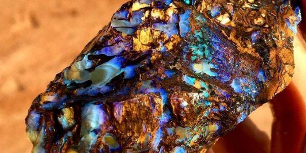 جوج خوت لقاو حجرة نادرة أغلى بـ500 مرة من الذهب! – تصويرة