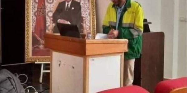 طالب ناقش رسالة للدكتوراه بحوايج عمال النظافة