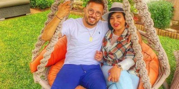 الحب والغرام.. حاتم عمور فرحان بمراتو هند– تصويرة