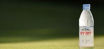"""الحماق هذا. واش شريب الما حتى هوا ولى إسلاموفوبيا.. شركة """"Evian"""" نصحات الناس باش تشرب لتر ديال الما فالنهار.. وهما ينوضو شي وحدين يسبوها وقالو ان هادشي استفزاز للمسلمين فالنهار اللول من رمضان – تغريدات"""