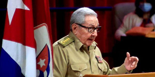 راوول كاستروانساحب من القيادة ديال الحزب الشيوعي ف كوبا ودعا للحوار مع ميريكان
