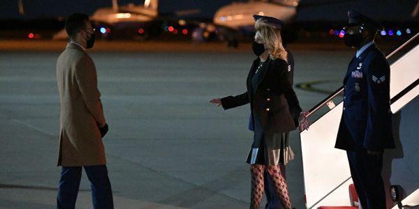 دارت بيروك وصبغات بشرتها.. السيدة الميريكانية الأولى ولات أوطيس فطيارة