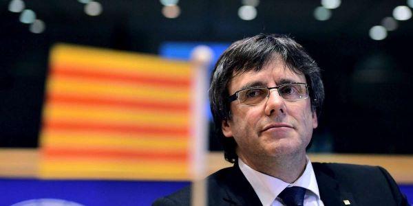 كارلس بوجديمون رئيس إقليم كتالونيا الهارب شدوه فـ الطاليان