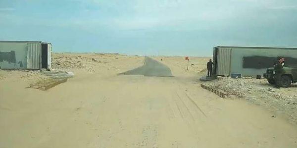 """الجيش المغربي دار پـوسط ديال المراقبة وسط منطقة """"قندهار"""" بالكَركَرات – تصاور"""