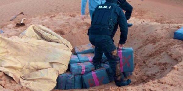 البوليس حبس محاولة تهريب أكثر من 520 كيلو ديال لحشيش حدا العيون.. و شدو 8 د الأشخاص منهم موريتانيي و3 من تندوف وبوليسي