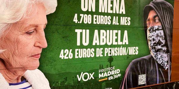 اسبانيا : ملصق انتخابي عنصري منوض ضجة بين الحكومة وحزب بوكس