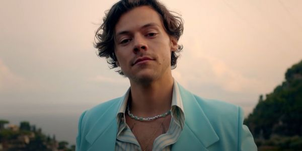 المغني هاري ستايلز غادي يلعب دور مثلي جنسي ف دراما رومانسية جديدة