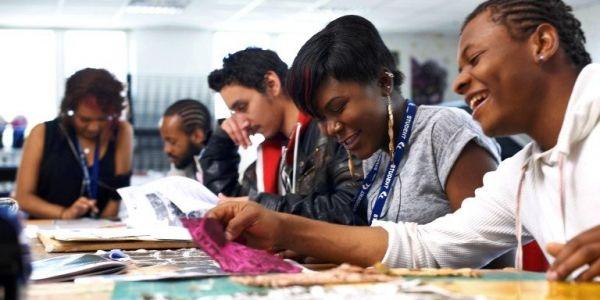 وزارة التعليم العالي خرجات اليوم أكثر من 300 منحة ديال التميز لفائدة الطلبة الأفارقة