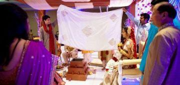 عروسة خلات راجلها وسط العرس وزادت فحالها حيت ماحافظش جدول الضرب وماعندوش مع الماط!