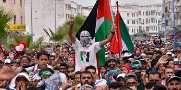 صحاب الدعاء لفلسطين في الجوامع باغين يرجعونا للتسعينات أيام الدعاء على أسرائيل في المنابر والمسيرات ديال ساط باط ميريكان تحت السباط باقي ماعاقوش راه الدعاء مكيردش الأرض ومكينقذش شعب