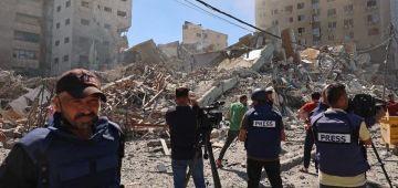 """تضامن اعلامي.. AFP غاتستضف فريقي """"الجزيرة"""" و""""اسوشيتد برس"""" بعد تدمير الجيش الاسرائيلي لمقراتهم"""