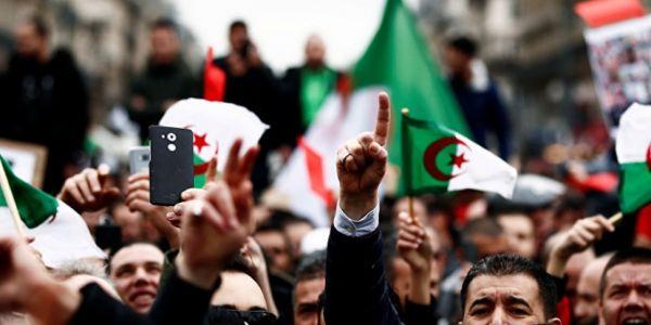 رابطة حقوقية: الجزائر كدوز من مرحلة خطيرة بسباب تفاقم القمع ضد النشطاء وتدهور الاقتصاد