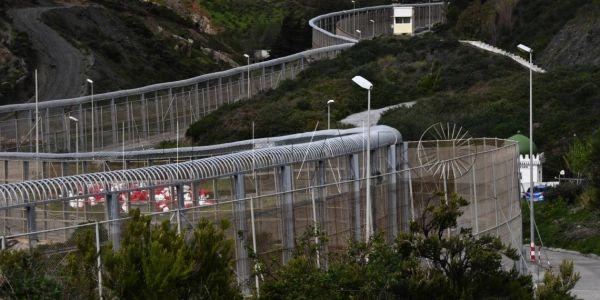 القوات المغربية وقفات هجوم جديد ديال الحراكَة على سبتة