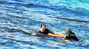 عناصر الحرس المدني الإسباني نقدات بنيتة مغربية من غرق محقق – تصاور