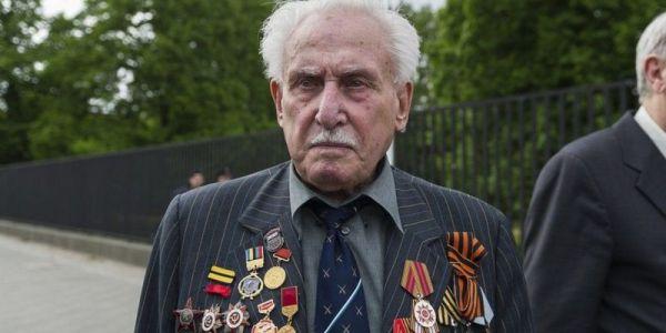 """وفاة آخر عسكري سوڤياتي شارك فـ تحرير معسكر الموت النازي """"أوشڤيتز"""""""
