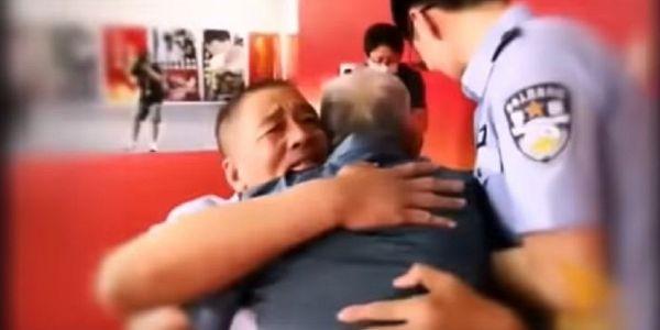 من بعد 58 عام.. شينوي كان مخطوف تلاقى بالوالد ديالو – فيديو