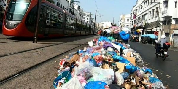 كازا بلانقا.. 48 ساعة من اضراب عمال النظافة حوّلت المدينة لمزبلة كبيرة