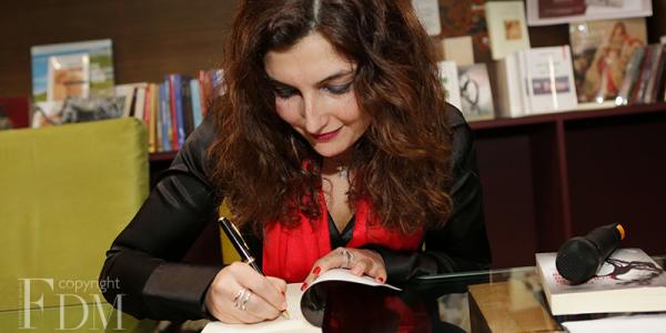 """المغربية لبنى السراج تأهلات لنهائي جائزة """"أورونج"""" للكتاب فإفريقيا 2021"""