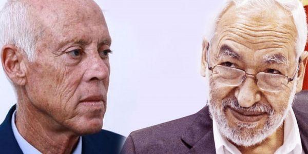 """الغنوشي معتاصم حدا البرلمان التونسي اللي مسيركيليه الجيش.. وقال لـ عسكري: """"حنا أقسمنا على حماية الدستور"""" وهو يرد عليه: """"حنا أدينا القسم لحماية الوطن"""" – تدوينة وفيديو"""