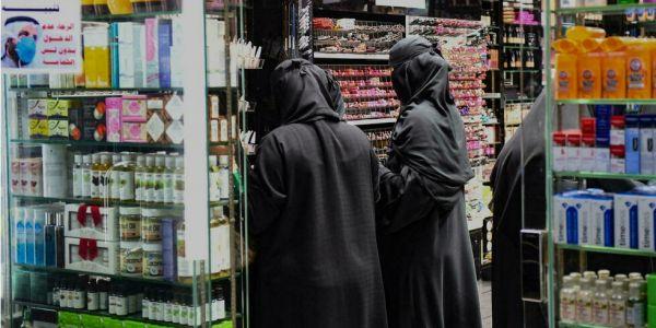 """""""كورونا"""" تسببات فـ وقف المنع!.. السعودية سمحات للمحلات التجارية يبقاو فاتحين حتى فـ وقت الصلاة – تغريدة"""