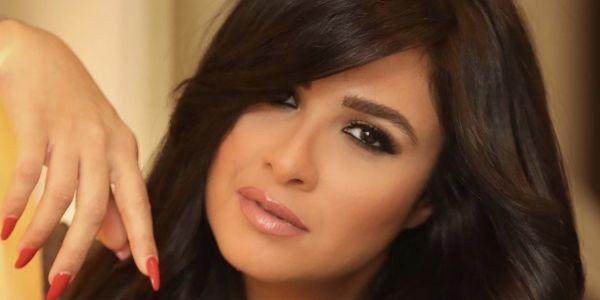 رد على خرايف المصريين.. الطبيب ديال ياسمين عبد العزيز: السيدة مريضة وماكاين لاسحر أسود ولا أبيض