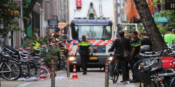 صحافي هولندي مختص فالجريمة ضربوه المافيات بالقرطاس فوسط الشارع