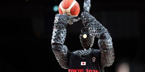 هذا درس زوين للرياضيين المغاربة الخاسرين فـ أولمبياد طوكيو.. روبو جاپوني ماكيزكَل حتى هدف فـ الباسكيط – فيديو